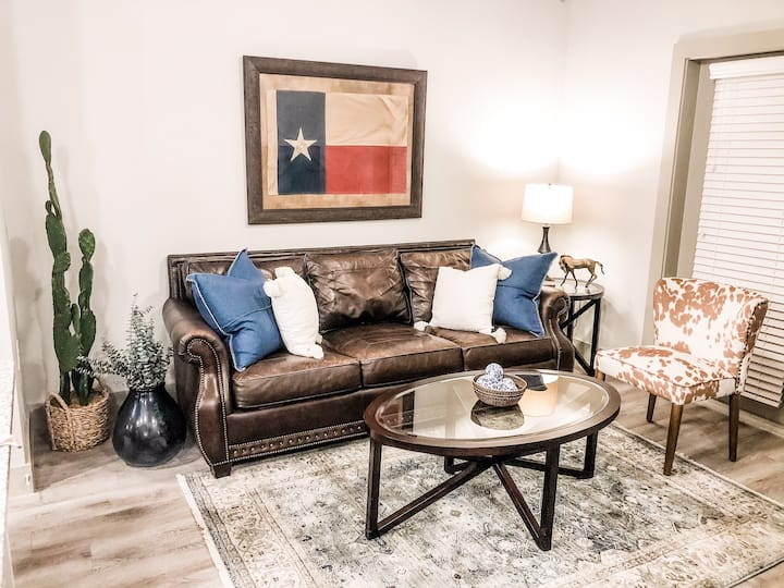 Luxury Extended Stay with Downtown & River View