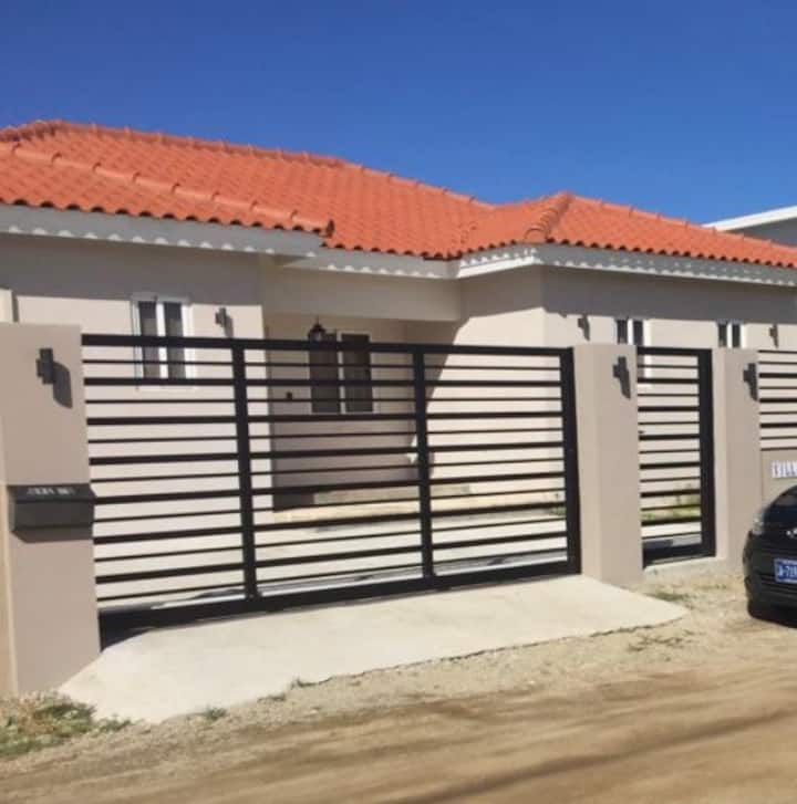 Modern 3 bedroom House close to Palm Beach & Ritz