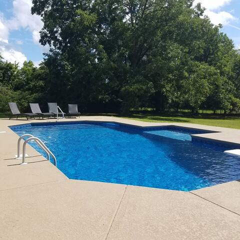 3 bedroom home with bonus room and pool!