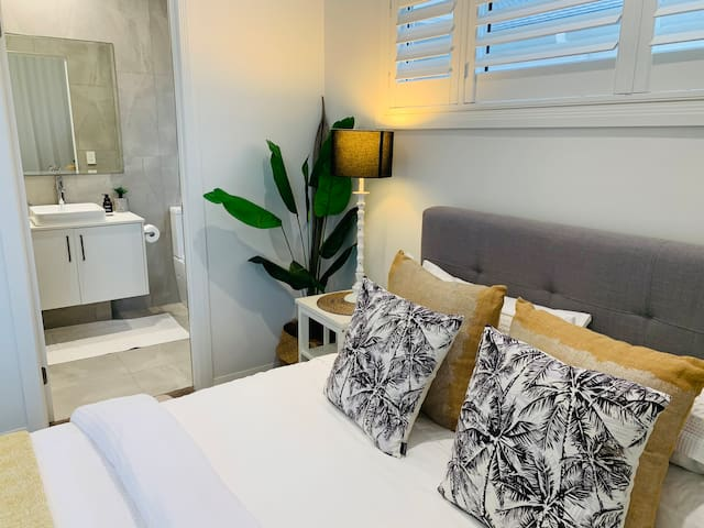 Queen bedroom , large sliding doors that open up for water glimpses . Private Ensuite bathroom