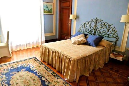"""B&B Villa Devoto """" CAMERA PITTURA"""" - Rapallo"""