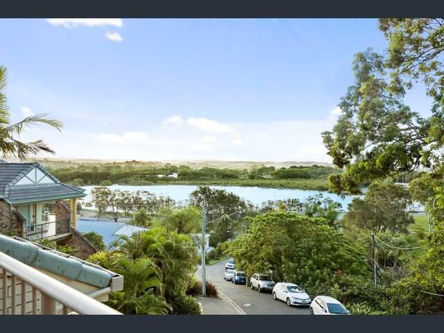 Currumbin Luxury Treehouse Apartment (Water Views)