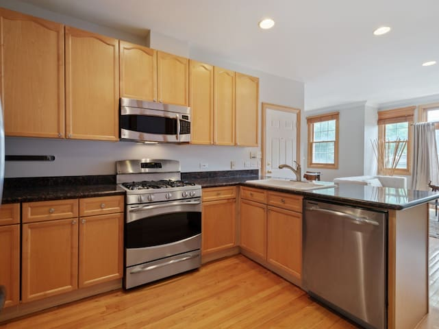 Entertainers kitchen with stainless steel GE appliances
