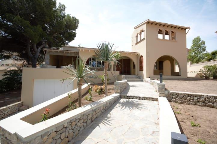 """Holiday House """"Villa Carlos"""""""