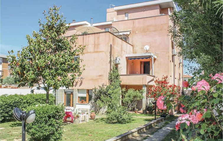 Holiday apartment with 2 bedrooms on 80m² in Livorno -LI-