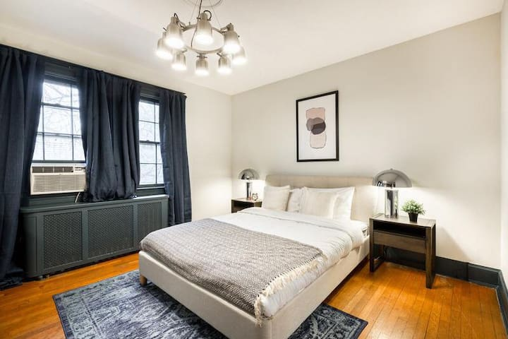 Spacious Private Queen Room in Cleveland Park