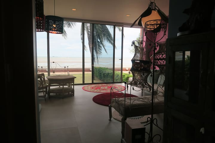 Áine, bohemian beachfront paradise - Laem Chabang - Řadový dům