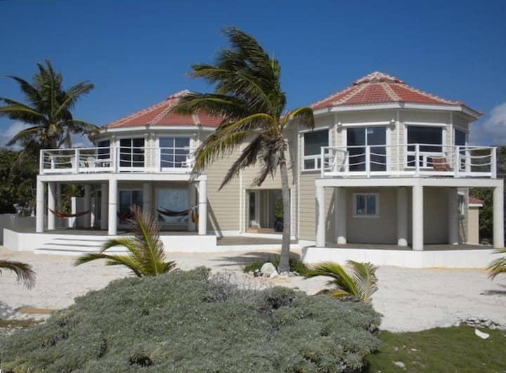 FAMILY CAY LUXURY SEASIDE ESTATE ON PRIVATE BEACH