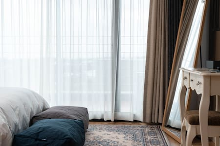 이도 302호 주방과 드럼세탁기있는 서귀포 감성펜션 넓은 시크릿가든과 오션뷰.