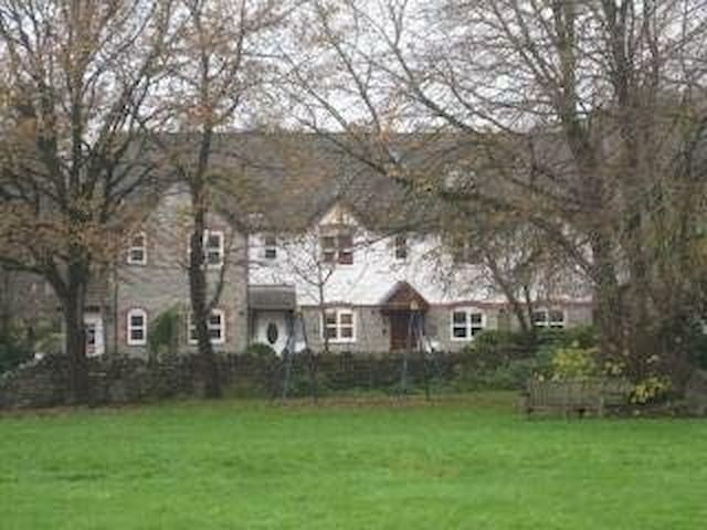 Cottage in pretty, rural village - Tytherington