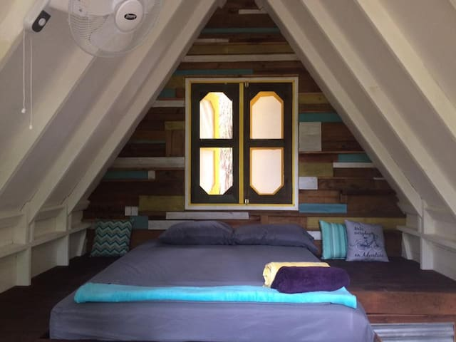 A-frame Tree Cabin Y - Steps From Great Surf - Bocas del Toro Province - Naturstuga