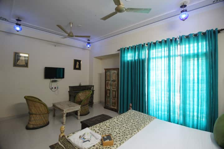 Beautiful room close to walled city + tourist dest