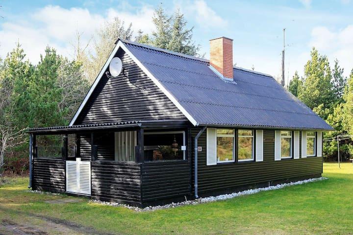 Graziöses Ferienhaus in Blåvand mit Terrasse