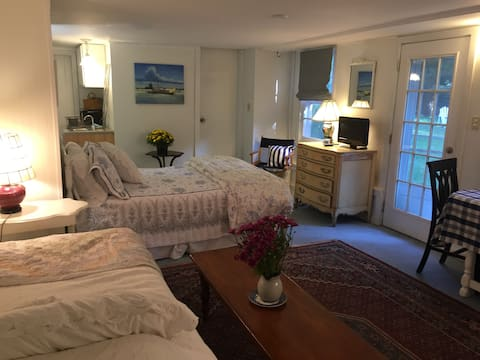 Madison Cozy Studio with Private Entrance