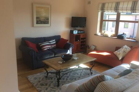 Stylish apartment in Dingle town minutes from town