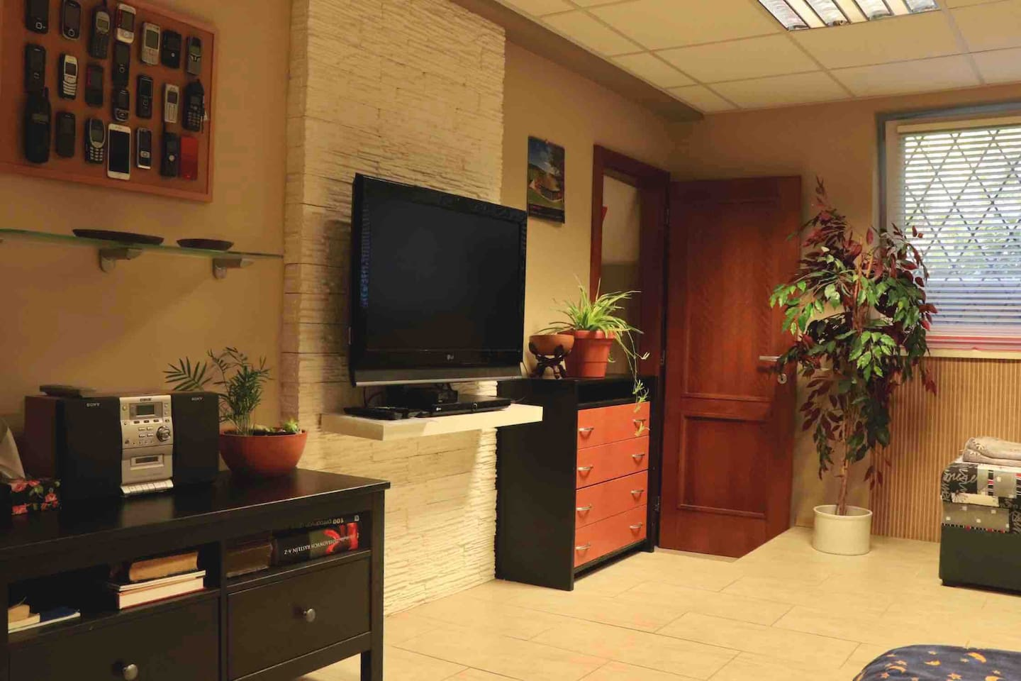 Bedroom with double and single bed, so 3 people fit easily.  TV with international channels, DVD, radio, wardrobe, hanger, small table with arm chair is in the room.
