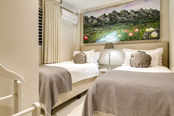 The 4th bedroom offers twin beds.