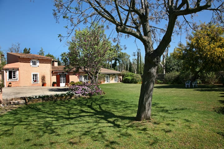 Country-house with garden close to Palma.