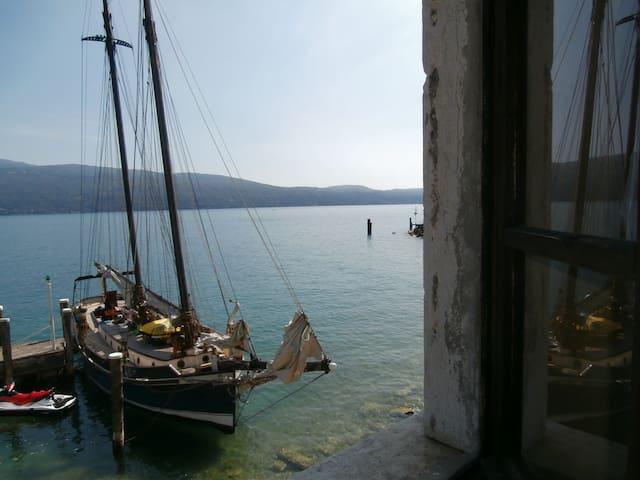 CasaVelnova- Direttamente a Lago- Spiaggia privata - Gargnano