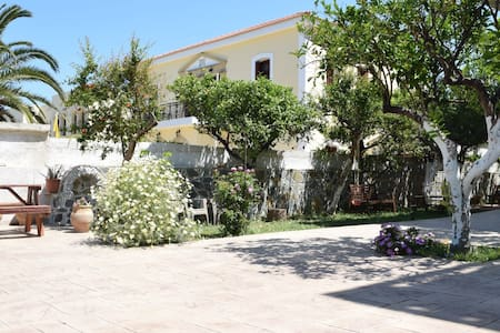 Central house with quiet garden in Kissamos.