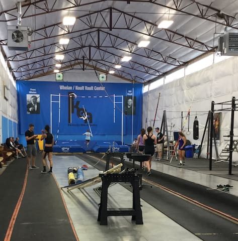 Indoor pole vault hosting/ housing! - Shelbyville - Rumah