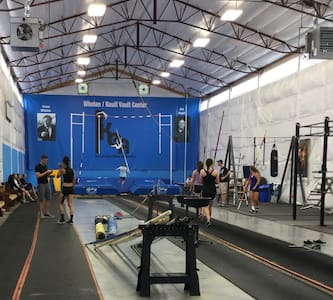 Indoor pole vault hosting/ housing! - Shelbyville - Casa