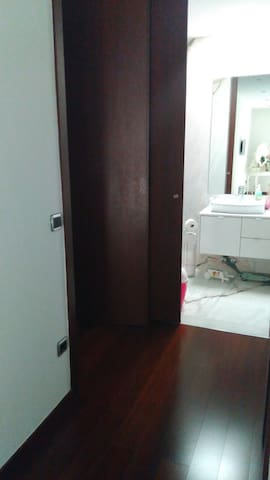 Room with Bathroom / Private TV (w / breakfast)
