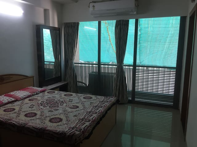 A beautiful room with bathroom - Ahmedabad - Pis
