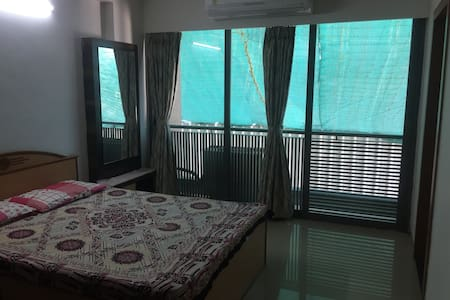 A beautiful room with bathroom - Ahmedabad - 公寓