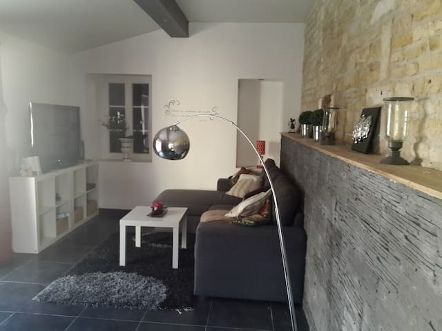 chambre cocoon avec petit d jeuner piscine case in affitto a mareuil aquitaine limousin. Black Bedroom Furniture Sets. Home Design Ideas