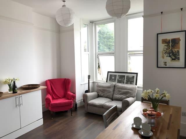 Large flat with 2 en suites in vibrant Peckham.