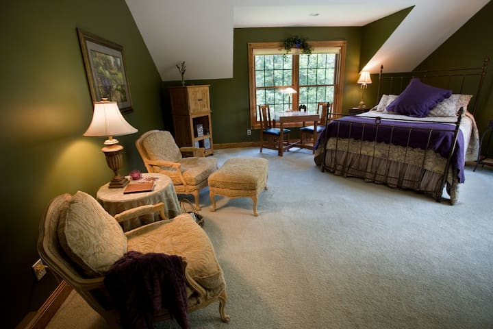 Royal Fern Room - Woodland Trails Bed & Breakfast