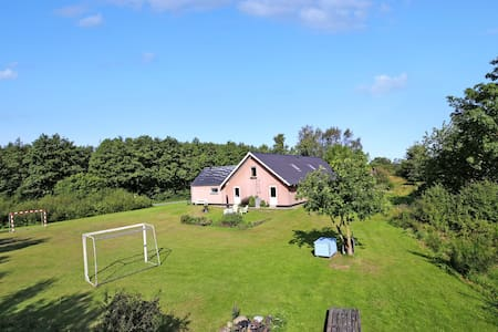 The lodge - holiday, party, course. Sleeps 33.