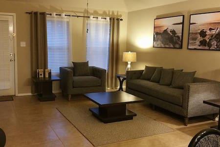 Cozy Home2 Near Joe Pool Lake Y - Grand Prairie - Casa