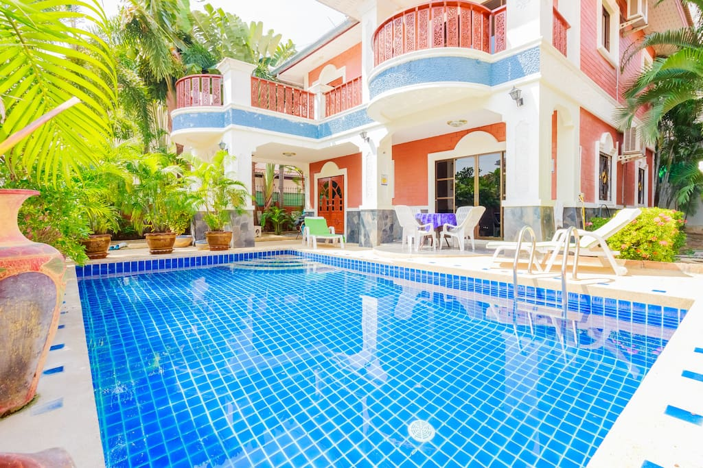 Luxurious villa 5 bedrooms, 5 bathrooms, a private pool and a snooker.