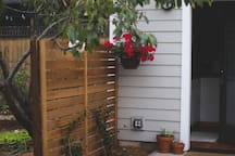 Portland Tiny House patio with side fencing for guest privacy. Photo by Christiann Koepke with Portland Fresh.