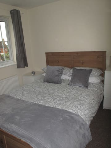 Double En Suite Bedroom - Hatfield - Casa
