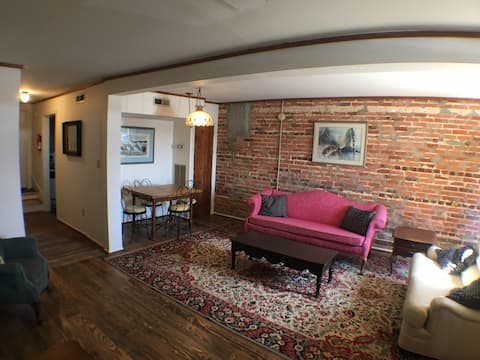 The Lion's Den - Perfect for Extended Stays