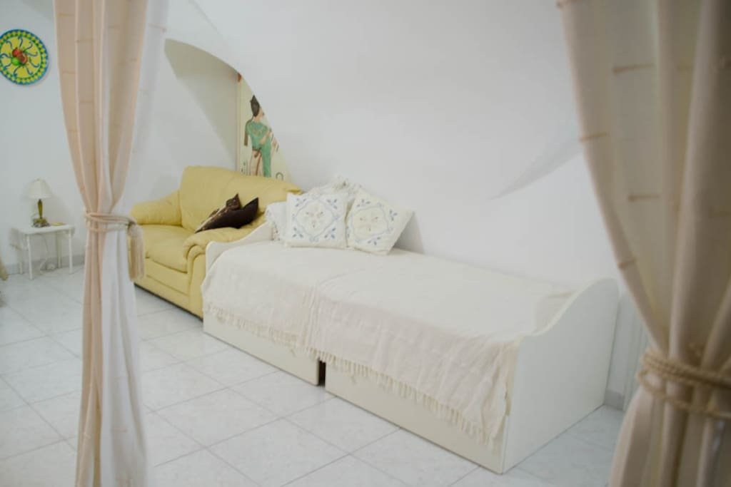 Bedroom contains day bed
