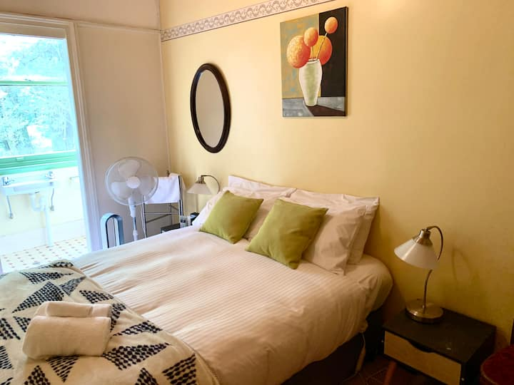 Victoria and Albert (Room 21 Tiny Room)