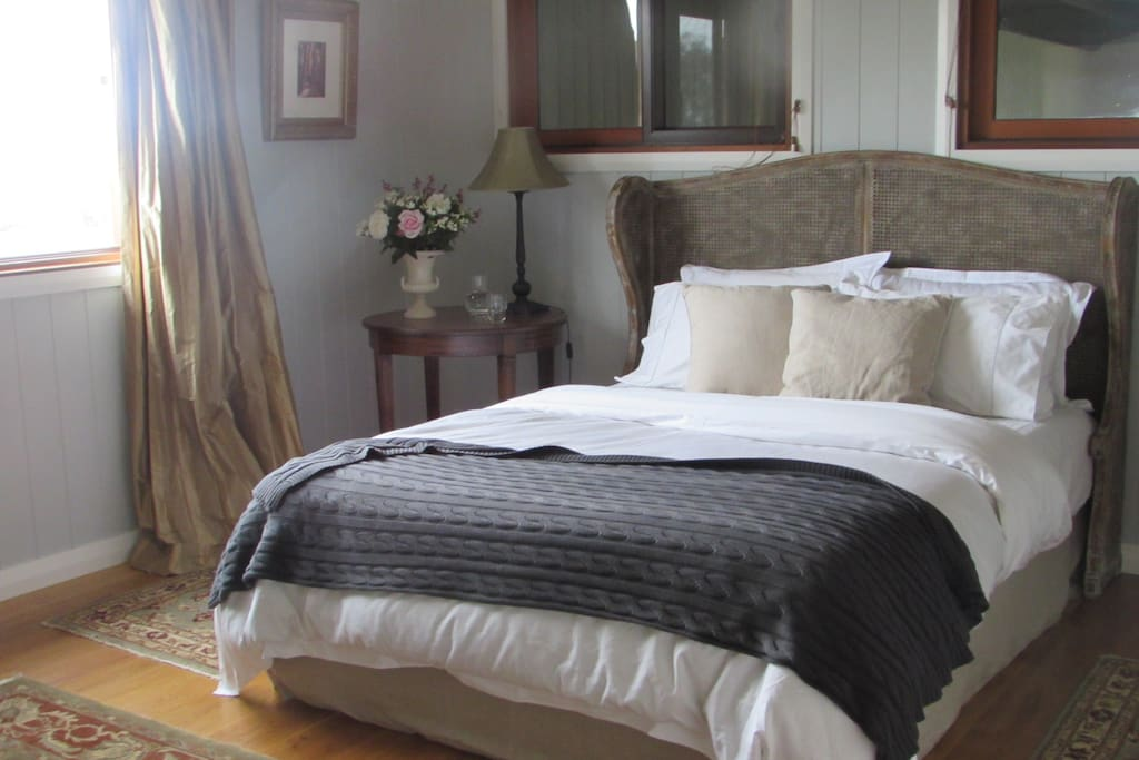 A decadent room of generous proportions with a queen bed and sweeping highland views.  Adorned with rich tapestry, Queen Anne seating and desk area. The ensuite features a free standing bath to languish in with separate shower and his-and-hers, wrought iron basins.