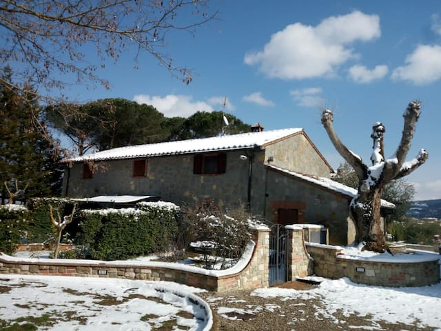 il casale d'inverno/the cottage in the winter time