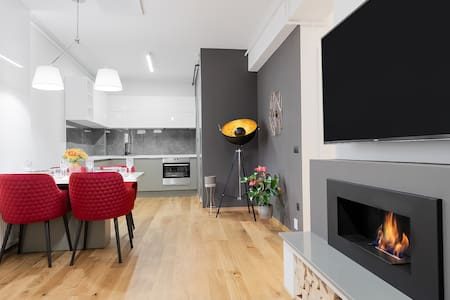 Ultracentral 5* hotel like: 2 bedrooms 1 living. Free private parking