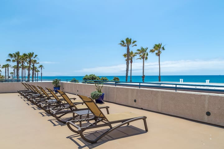 1BR Condo Steps From Oceanside's Surf, Sand & Sun