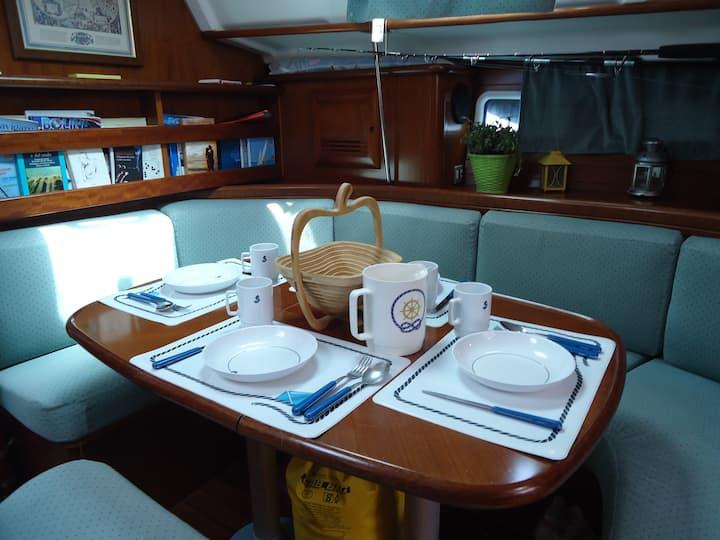Barca a vela nel golfo di Napoli / Escursioni