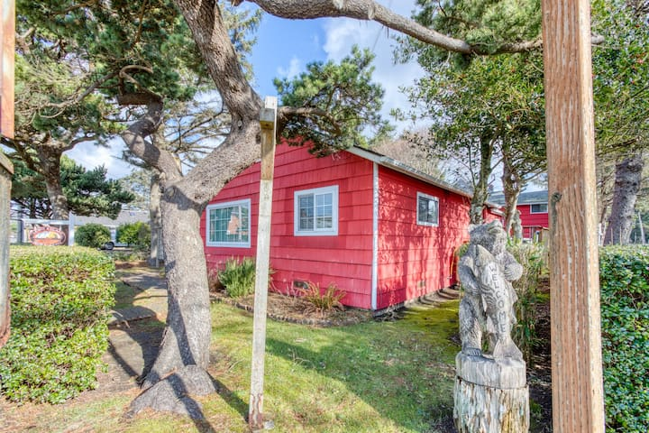 Family-friendly newly renovated cottages/loft near the beach w/ gas fireplace!