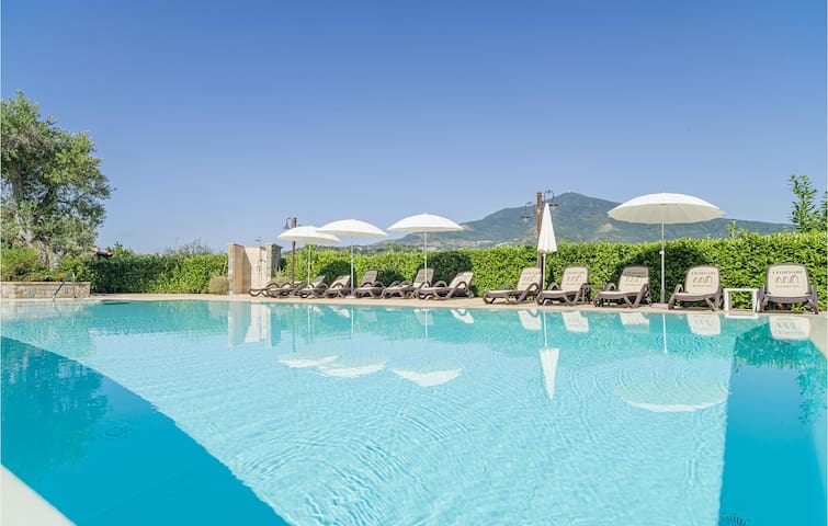 Holiday cottage with 7 bedrooms on 390m² in Stella Cilento