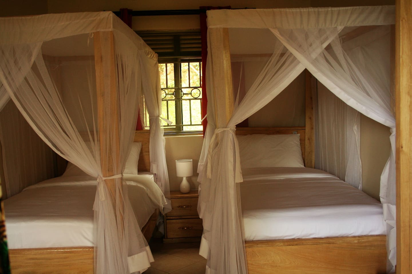 Bromelia Guesthouse - Garden room 2 - Bed and breakfasts for Rent in ...