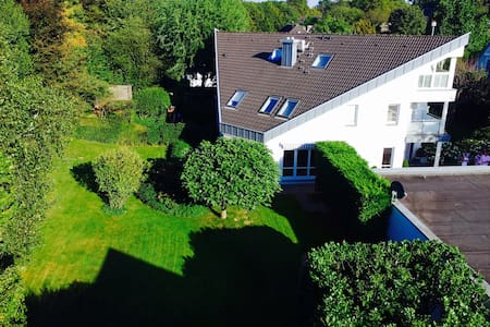 Luxurious House only few minutes from City - Meerbusch