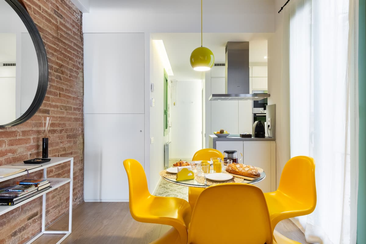 Enjoy the Class and Design of this Delicious and Colorful Apartment